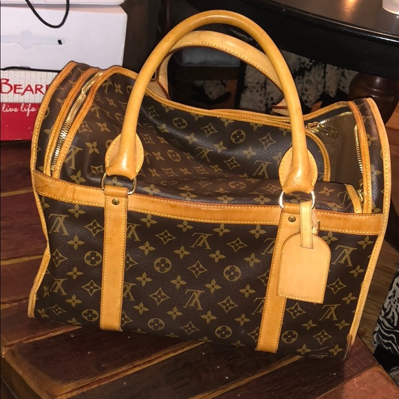 d5ae3cc72af Louis Vuitton Handbags - Louis Vuitton dog carrier